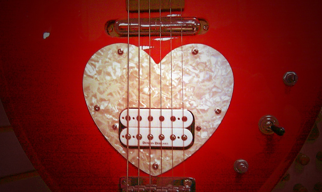love songs heart guitar by MsPhoenix